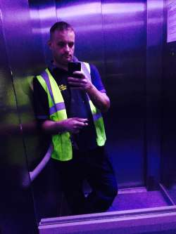 Tom100881 from Cleveland English - Male Escort